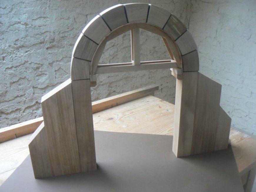 Montage d'une maquette par des architectes